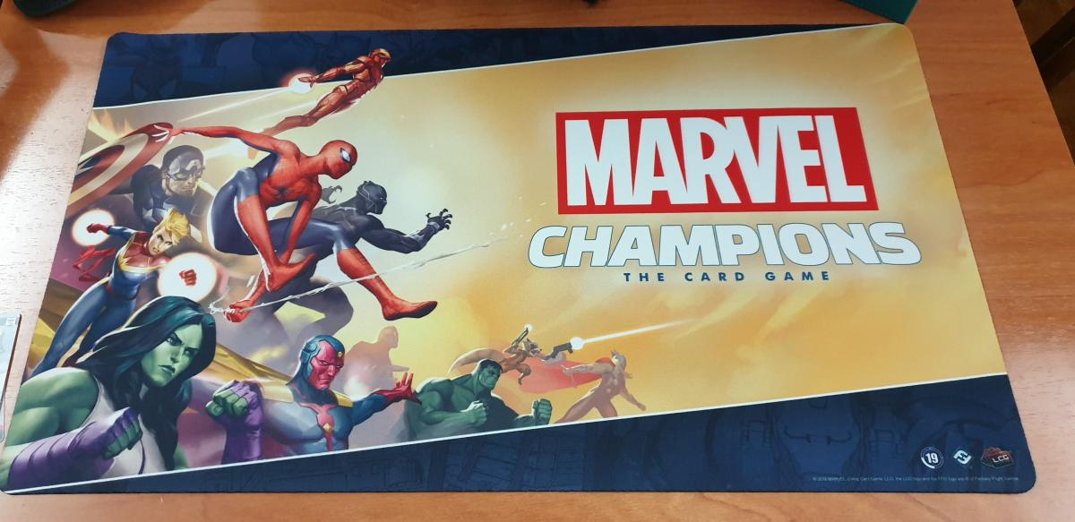 Jugando a Marvel Champions en Strawberry Fields